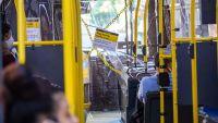 """Desnudos y baile: escándalo por """"fiesta salvaje"""" en pleno autobús de NY"""