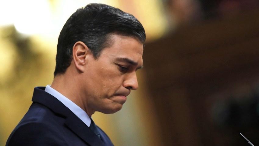 El candidato a la Presidencia del Gobierno, Pedro Sánchez, durante una de sus intervenciones en la segunda jornada del debate de su investidura como presidente del Gobierno este domingo en el Congreso de los Diputados.