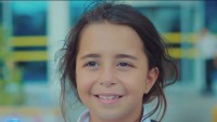 "Cantando ""Despacito"": la niña de serie turca ""Todo por mi hija"" te invita al estreno"