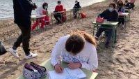 Video: llevan el aula a la playa para retomar las clases presenciales en la pandemia