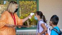 CDC: brotes de COVID-19 son más comunes en escuelas donde no se obliga uso de mascarillas