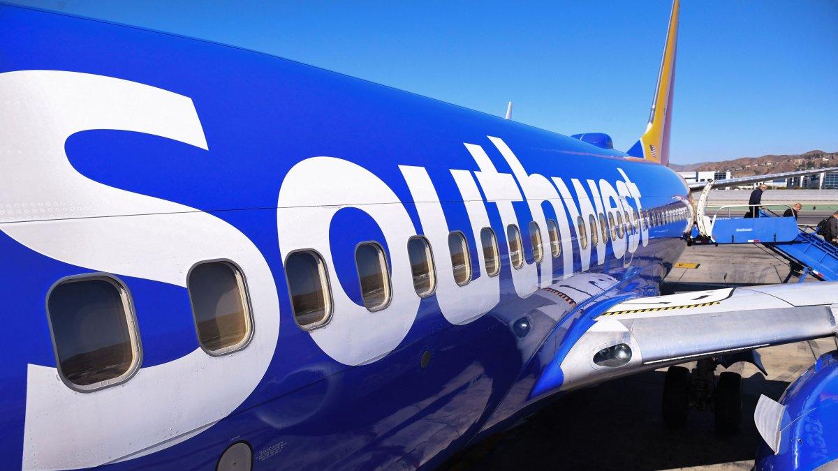 Siguen cancelaciones masivas de vuelos de Southwest Airlines